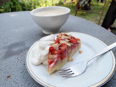 Anderl Kammermeier garden strawberry cake