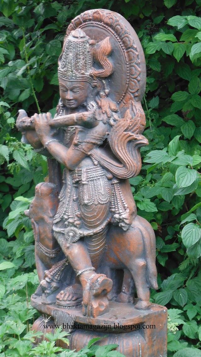 Jay Gopala in the garden Jay Gopala Harih ( foto's)
