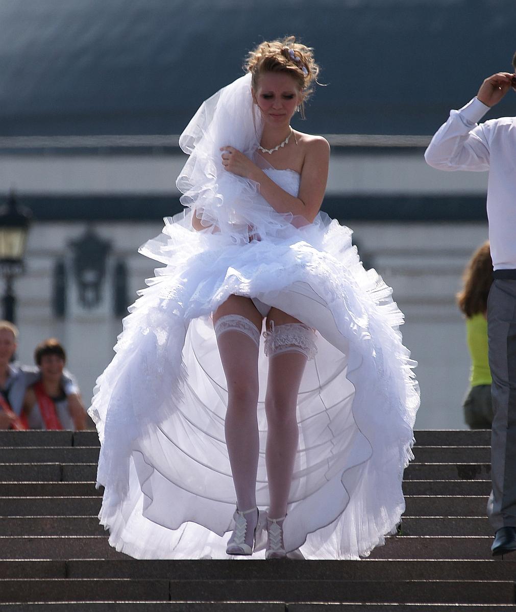 У невесты задралась юбка 1 фотография