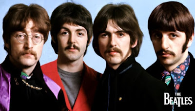 Integrantes de The Beatles con bigotes