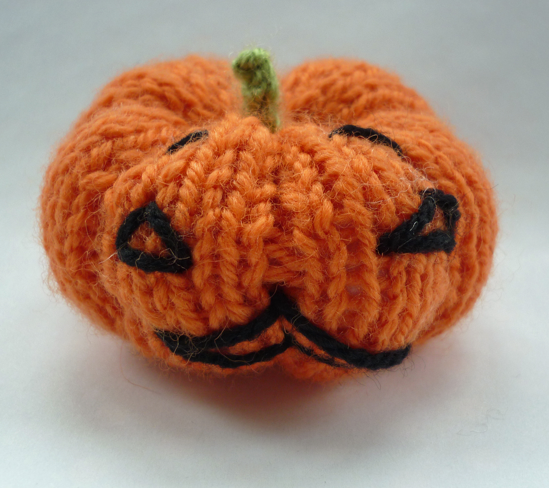 Knitted Pumpkin Pattern : Mack and Mabel: Knitted Pumpkins for Halloween