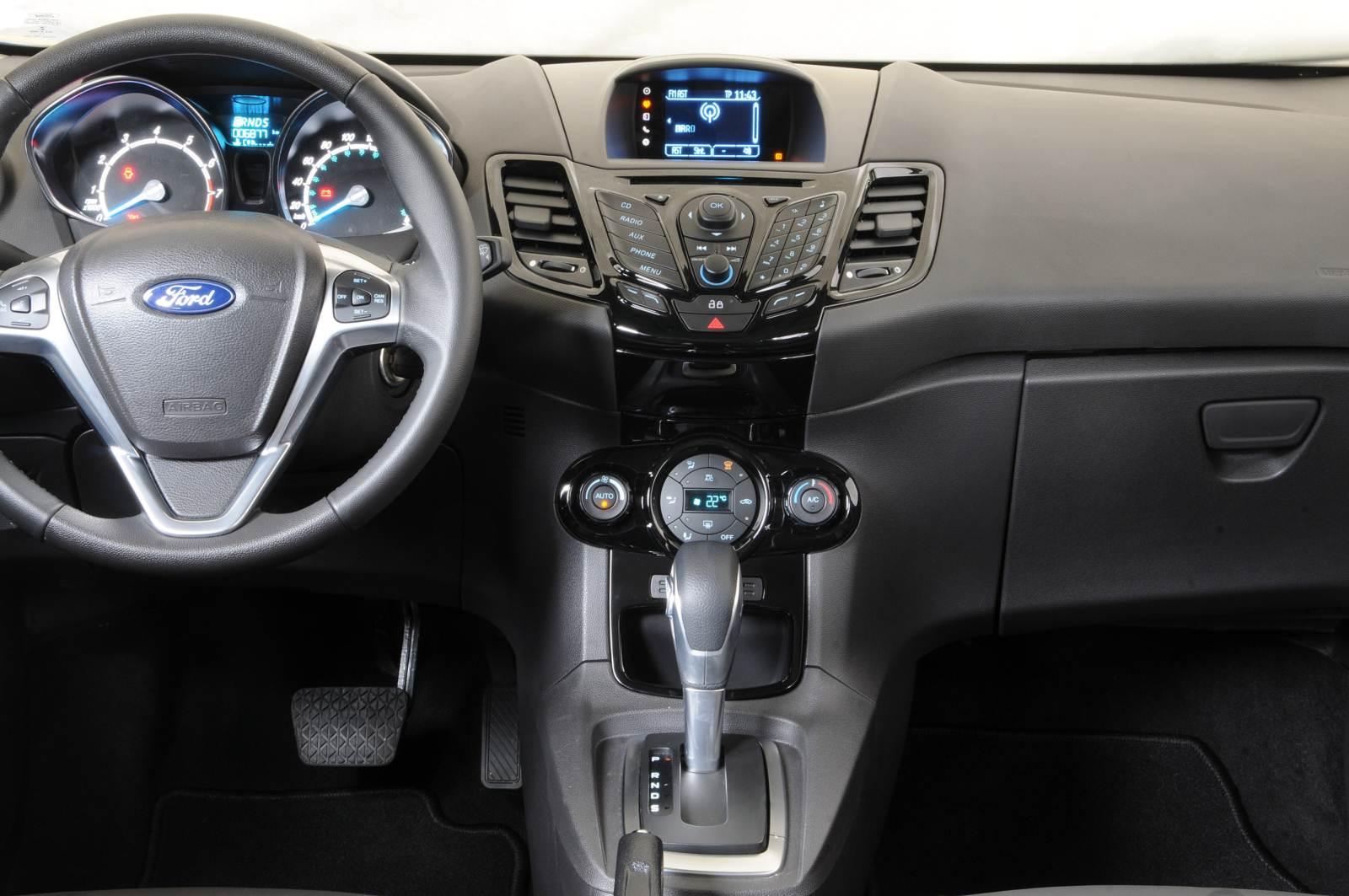 Ford New Fiesta 2015  - interior