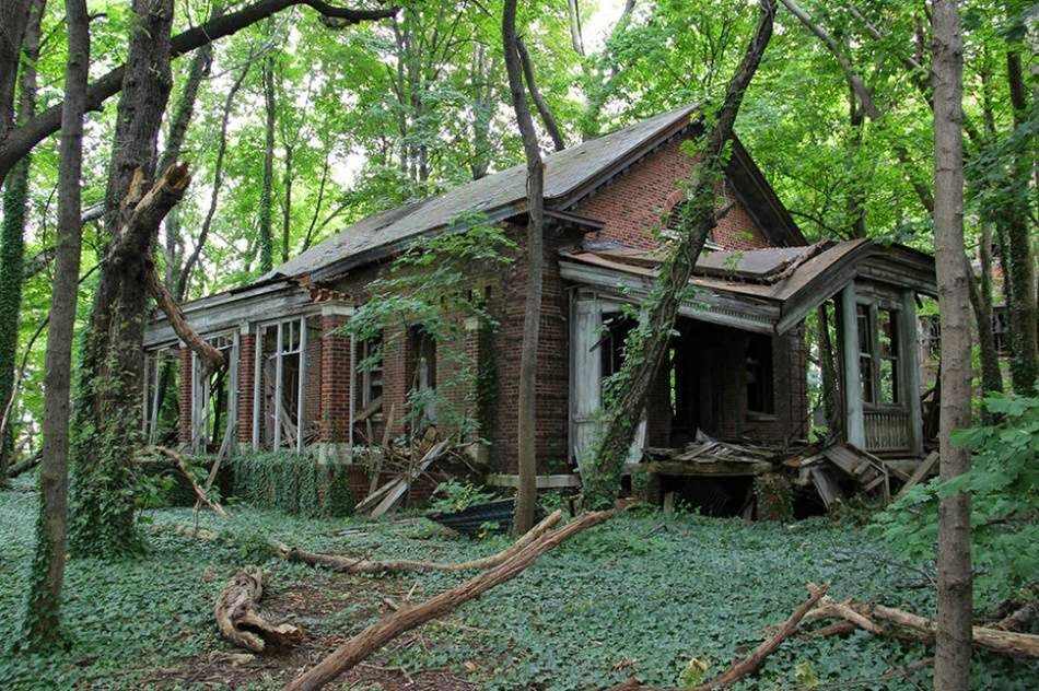 Abandoned house on the island of North Brother, New York, USA