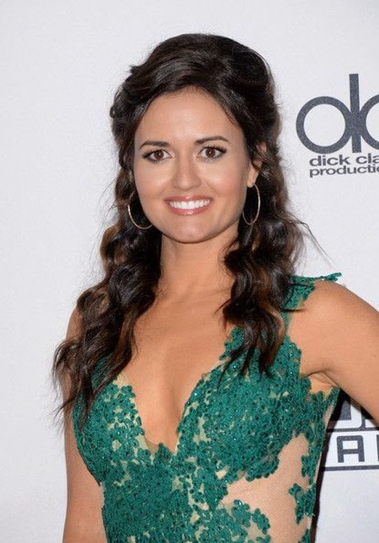 Someone get a fire extinguisher because this lady in on fire. So, did it rip? No, Danica McKellar was success to merging the point as she was gleamed up to attend the American Music Awards on Sunday, November 23, 2014.