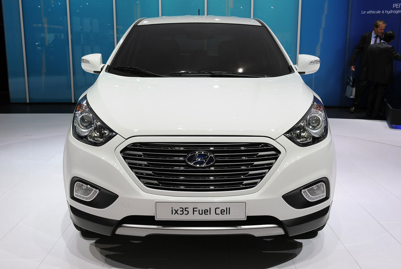 First production Hyundai ix35 Fuel Cell Vehicle prepped for Geneva
