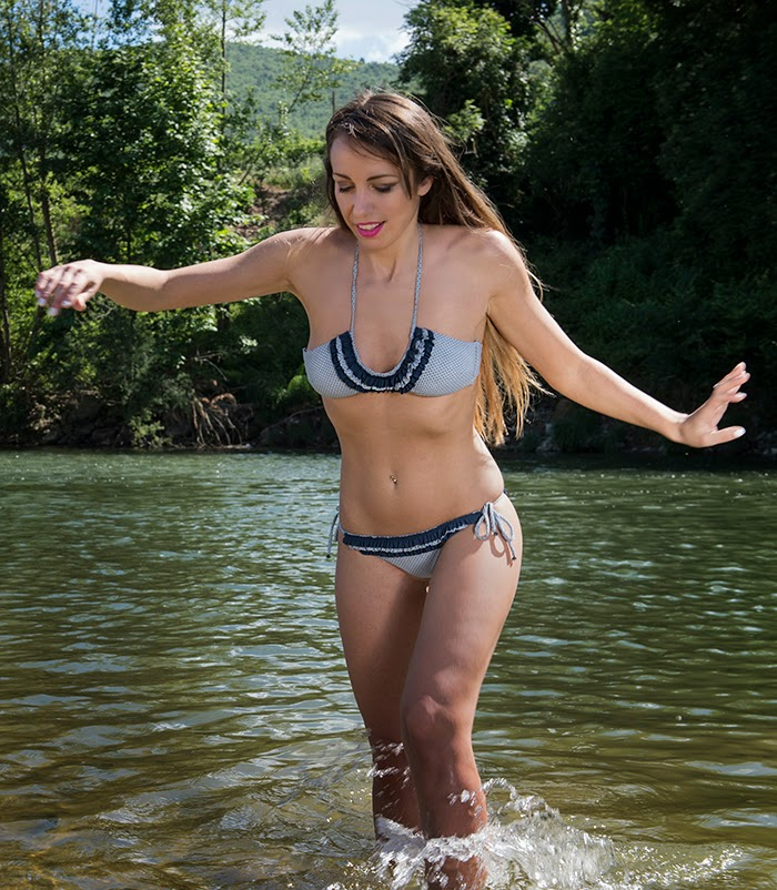 bikini bianco e blu