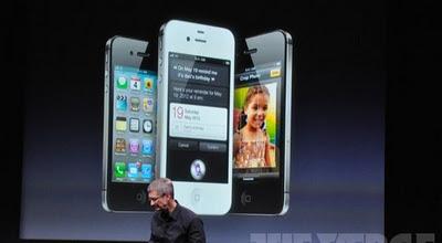 iPhone 4S saat diperkenalkan CEO Apple Tim Cook