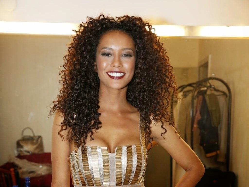 famosas-brasileiras-cabelos-cacheados-naturais-taís-araújo