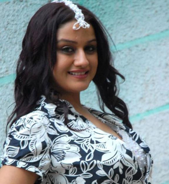 sonia agarwal glamour  images