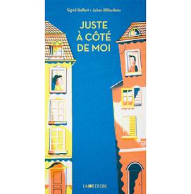 JUSTE À CÔTÉ DE MOI