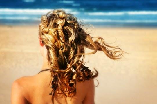 Capelli danneggiati dal sole: impacchi e rimedi naturali