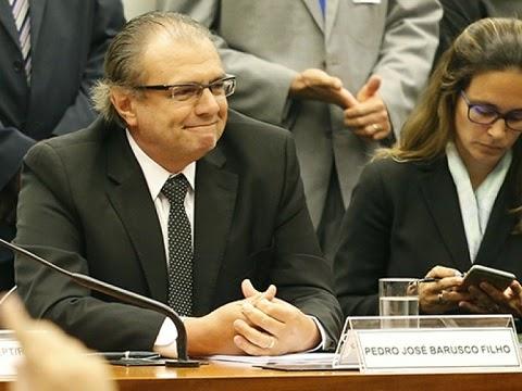"""O delator Pedro Barusco, ex-gerente de Serviços da Petrobras, fala nesta terça-feira à CPI que investiga o esquema de corrupção na estatal. Segundo ele, a corrupção da Petrobras foi """"institucionalizada"""" a partir de 2003 ou 2004, já no governo Lula. Como já havia feito em seu acordo de delação premiada, Barusco reconheceu que recebeu propina em 1997 da holandesa SBM Offshore, mas afirmou que agiu por """"iniciativa pessoal"""" junto com o representante da empresa."""