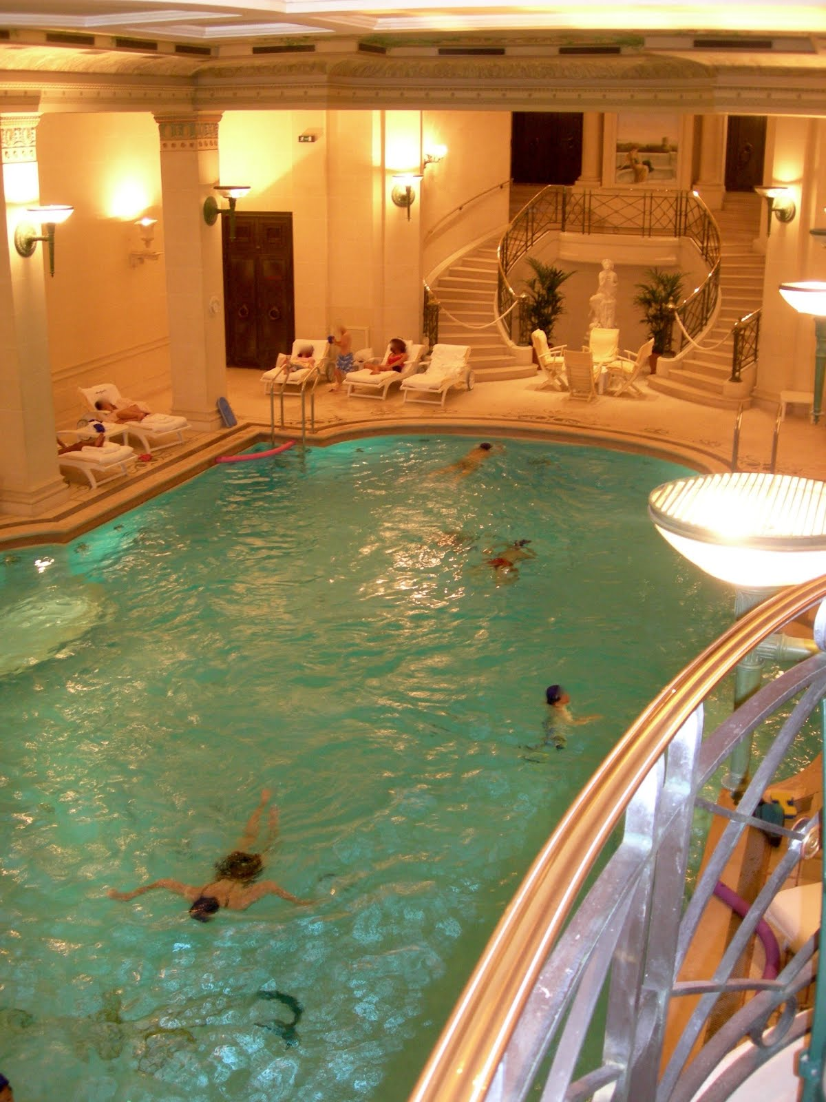 From soph to you un week end au ritz for Chaussons de piscine