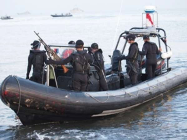 Marinir TNI AL Cari Lima Nelayan Merauke