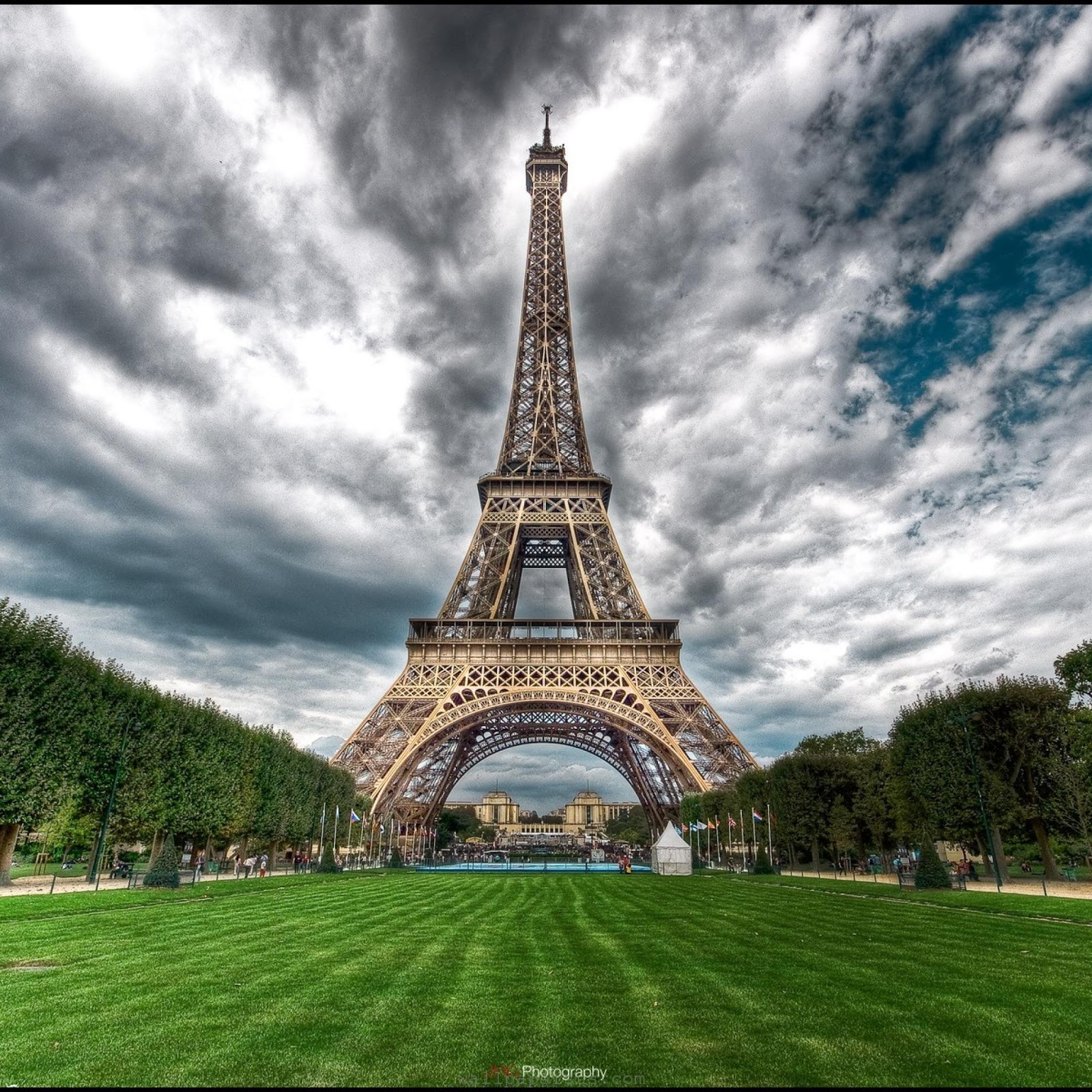 eiffel tower wallpaper for bedroom