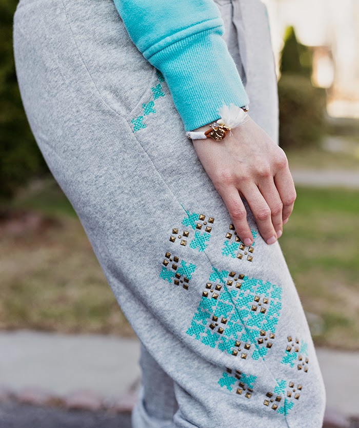 Embroidered-sweatpants-lululemon-sweatshirt