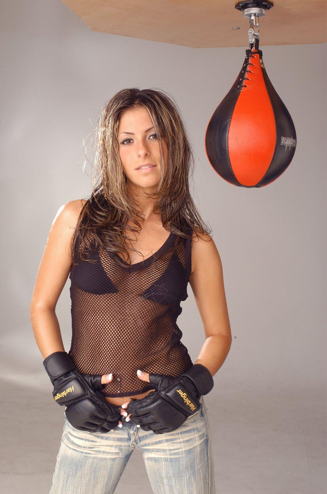 http://4.bp.blogspot.com/-ksqMqrHGwGs/TeK_2pkHR2I/AAAAAAAABEs/x1eud30eAmU/s1600/G%25C3%25BClcan+Kamps+Boxing+Shoot+%252812%2529.jpg