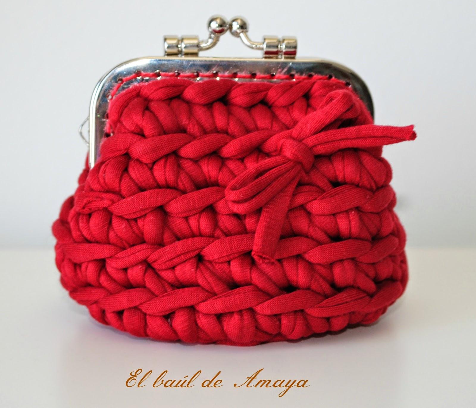Monedero con boquilla de trapillo rojo mon petit crochet - Como hacer bolsos con salvamanteles ...