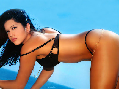 American Model Sunny Leone Wallpaper figure
