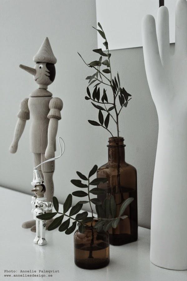 pinocchio, silver, tavlor, tavla, poster, posters, konsttryck, bruna glasflaskor,