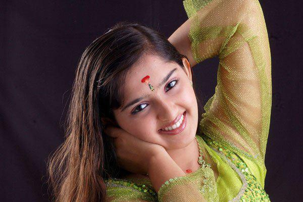 Sanusha Actress cut Photos