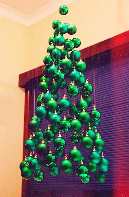 arvore de natal com bolas