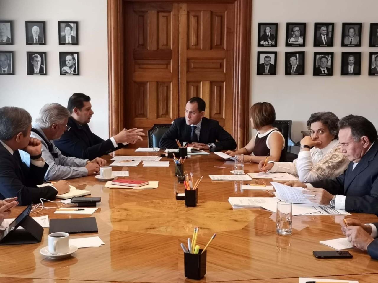 Alejandro Armenta analiza con el gobierno dar certidumbre y protección a contribuyentes cumplidos