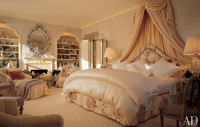 Eye for design romantic chintz interiors the mario for House interior design romantic bedroom