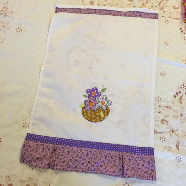 Pano de prato decorado com tecido | @ateliemadrica