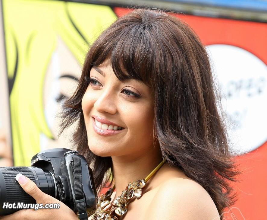 Latest Actress Hot Photos: Maatraan,Thuppakki Tamil Movie ... Agent Vinod Kareena Dress