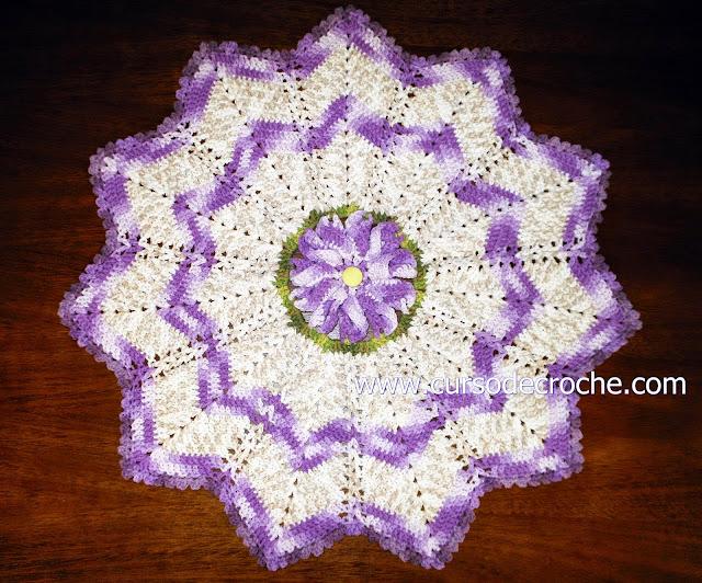 tapete em croche floral lilás mesclado no site aprender croche
