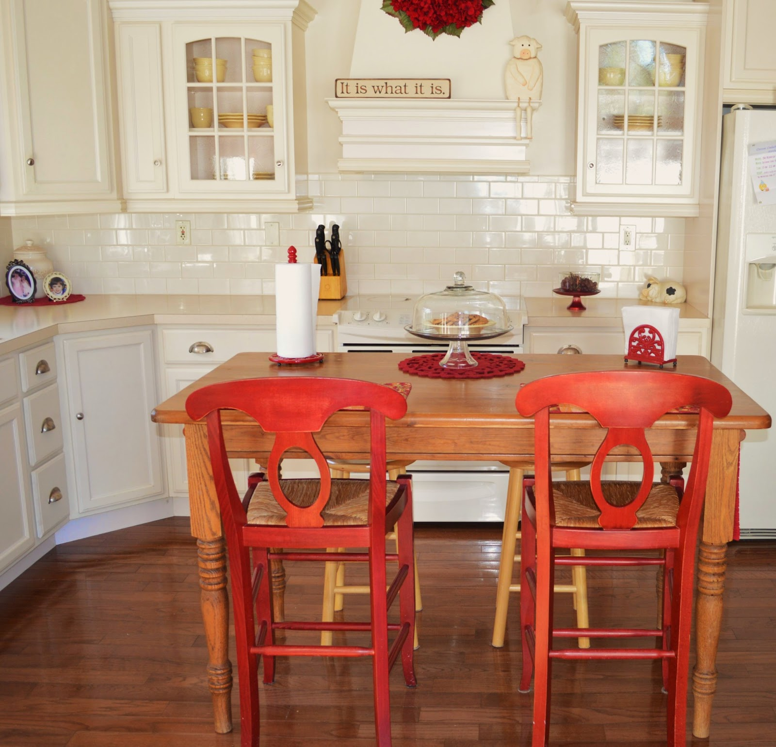 Farmhouse Table As Kitchen Island: How To Redecorate For Free In The Middle Of The Night