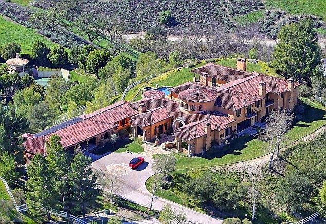 By confirmed news from Dailymail.co.uk, the 38-year-old recently scored stately Tuscan-style Mansion at Hidden Hills, California for £ 10.8 Million.  The actor and fiance, Sophie Hunter have already moved into the 14,82-square-foot residence which offering a graciously space, such: 7 bedrooms, 9 bathrooms, library, bar, gym, garage and a cinema room.