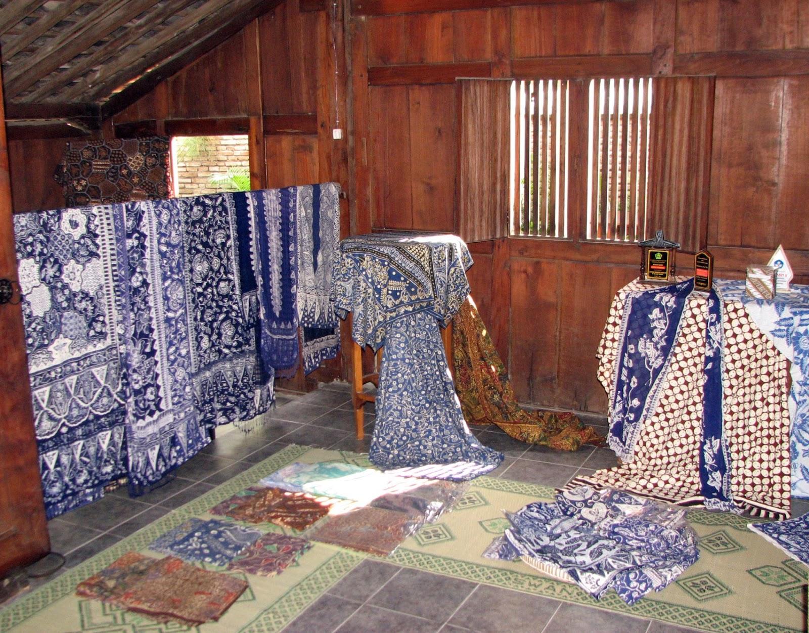 Bandra west batik una tela de gotas for Telas para cubrir sofa