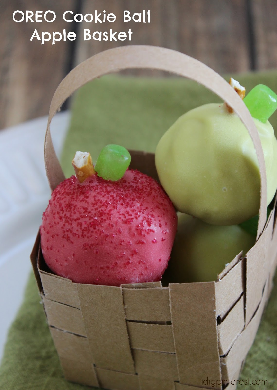 green and red apples in basket. i love that they come together really quickly and sure make a statement, especially when placed in cute diy paper basket!these would also great green red apples basket l