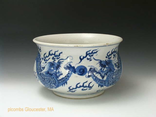 "<img src=""Chinese Kangxi Incense burner.jpg"" alt=""large blue and white porcelain dragon decorated incense burner"">"