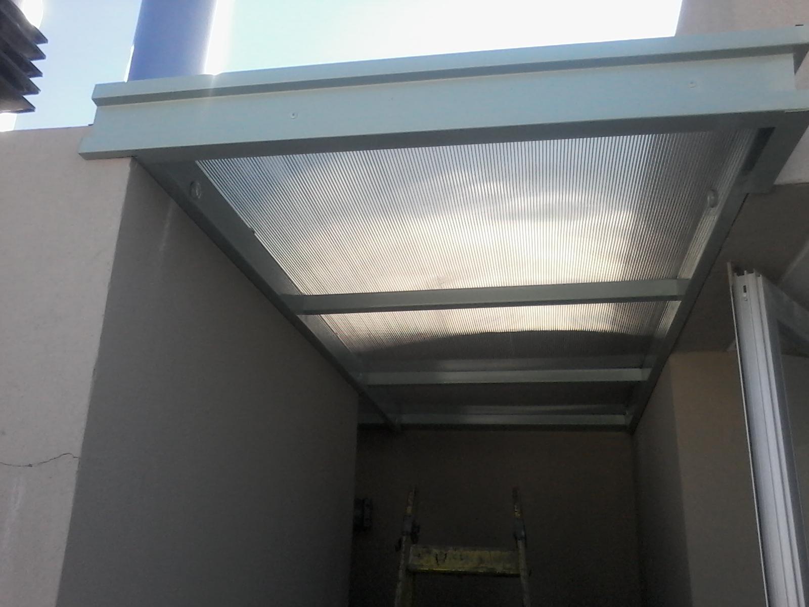 Techo de policarbonato pergolas aleros alero para - Como instalar un techo de policarbonato ...