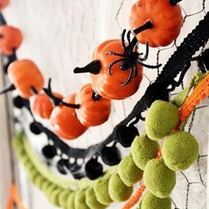 Adorned abode halloween idea round up for Halloween girlande