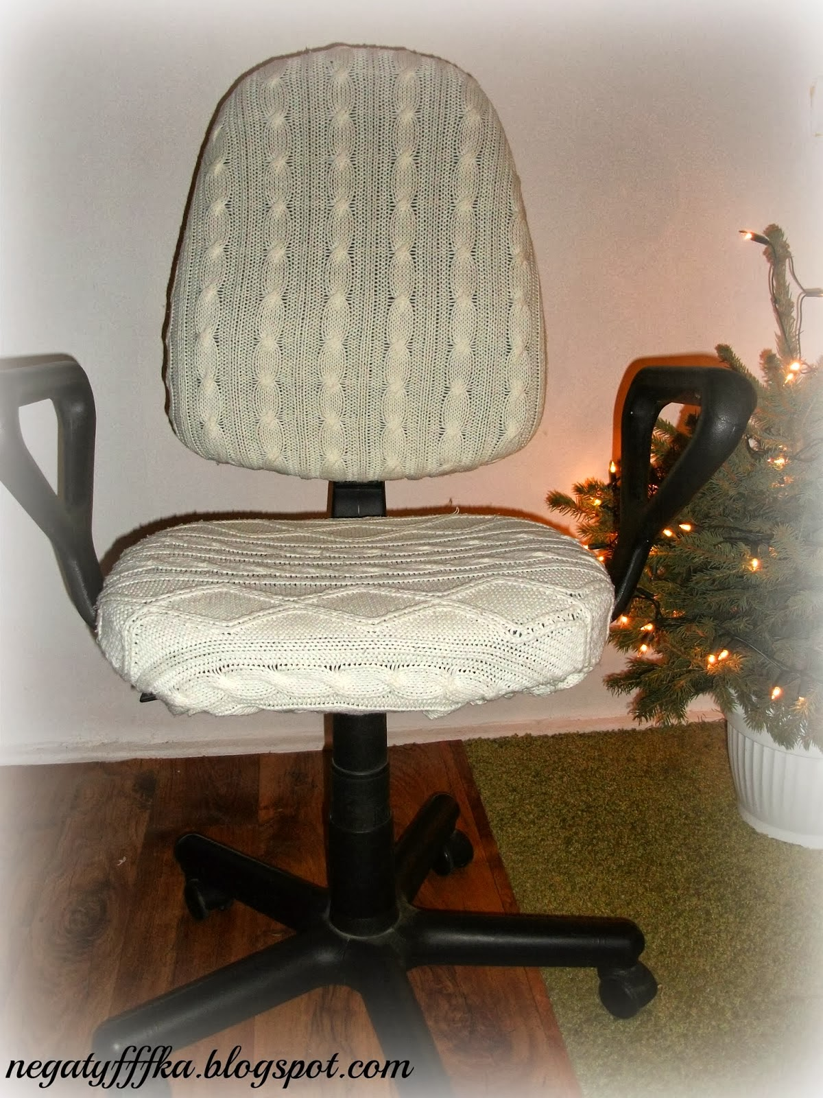 http://negatyfffka.blogspot.com/2014/01/knit-furniture.html