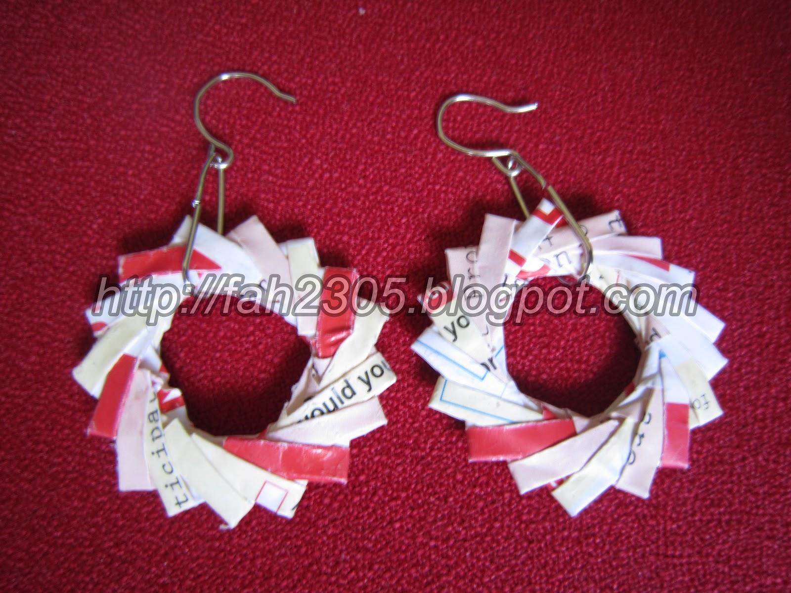 http://4.bp.blogspot.com/-kvlUh0UQjMg/TzpWYR1bKJI/AAAAAAAAAPo/X7X7DI5VhAE/s1600/Handmade+Origami+Paper+Wreath+Earrings.jpg