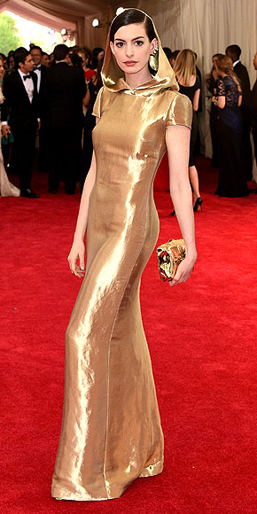 Anne Hathaway, Ralph Lauren, Met Gala 2015, red carpet
