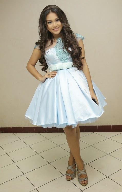 Cantiknya Aurel Pakai Dress Ini