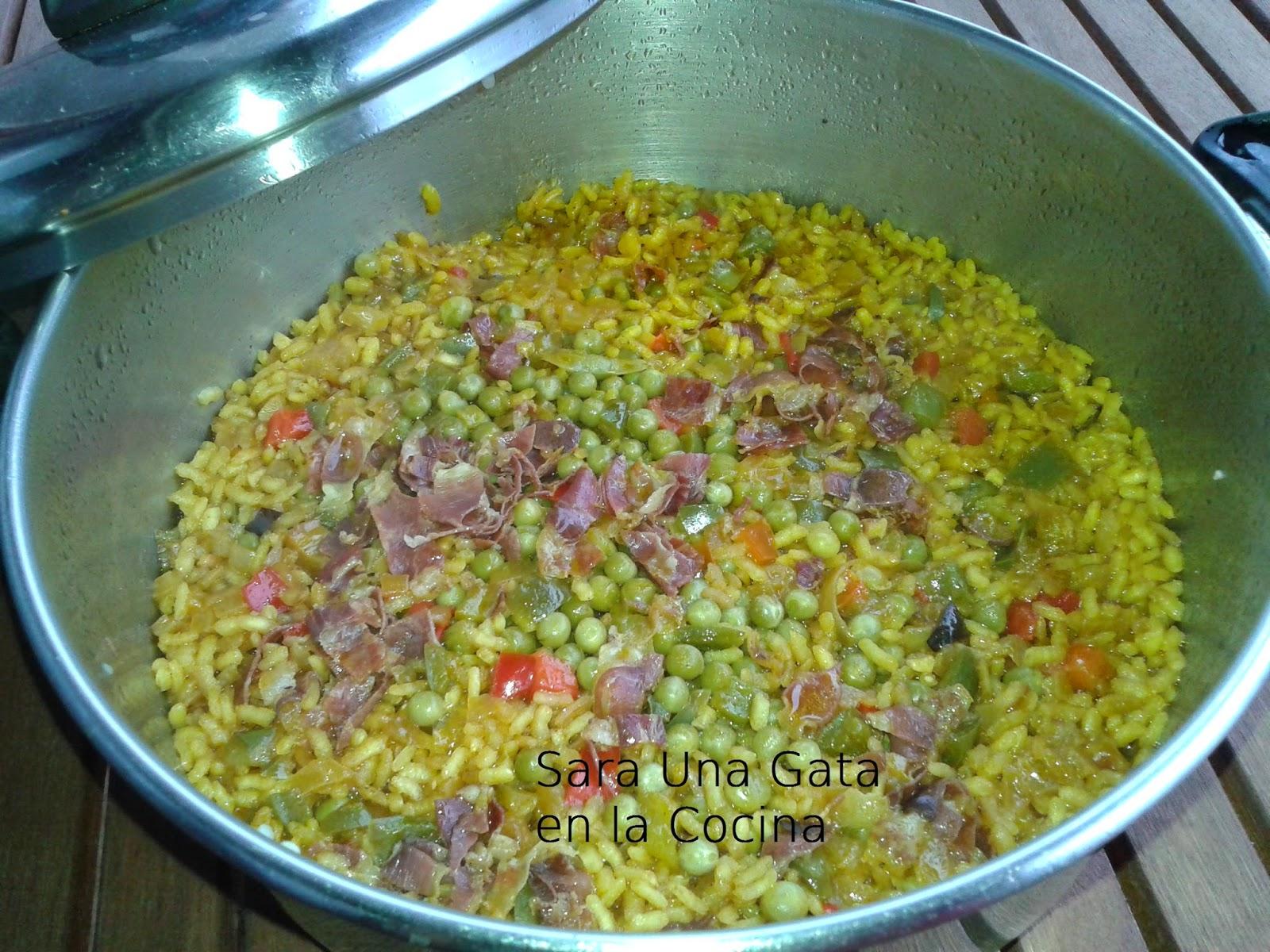 Una gata en la cocina paella de jam n - Cocina con sara paella ...