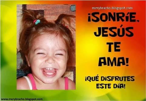 Postal Sonríe, Jesús te ama. Postales cristianas, feliz día, niña sonríe, tarjetas cristianas para saludar. para niños, Cristo te ama.