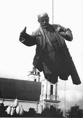 http://imgarcade.com/1/lenin-statue-coming-down/
