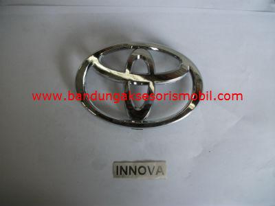 Emblem Untuk Grill Innova