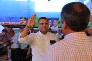 Senador Galán solicita intervención de Medio Ambiente por cúmulo de basura en San Cristóbal