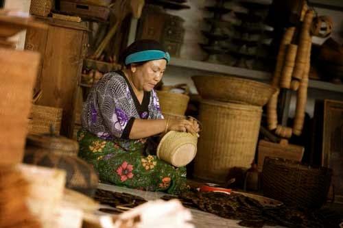 berburu souvenir, belanja souvenir, belanja oleh-oleh, khas lombok, desa wisata di lombok, tempat wisata di lombok, pulau lombok, desa beleka, praya,