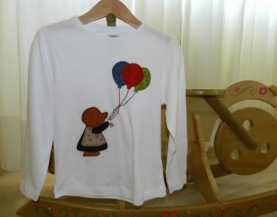 Camiseta niña. Camiseta Sunbonnet Sue. Camiseta Sue. Sunbonnet Sue. Camiseta Sunbonnet. Ropa infantil. Ropa niñas. Camiseta patchwork. Camiseta globos