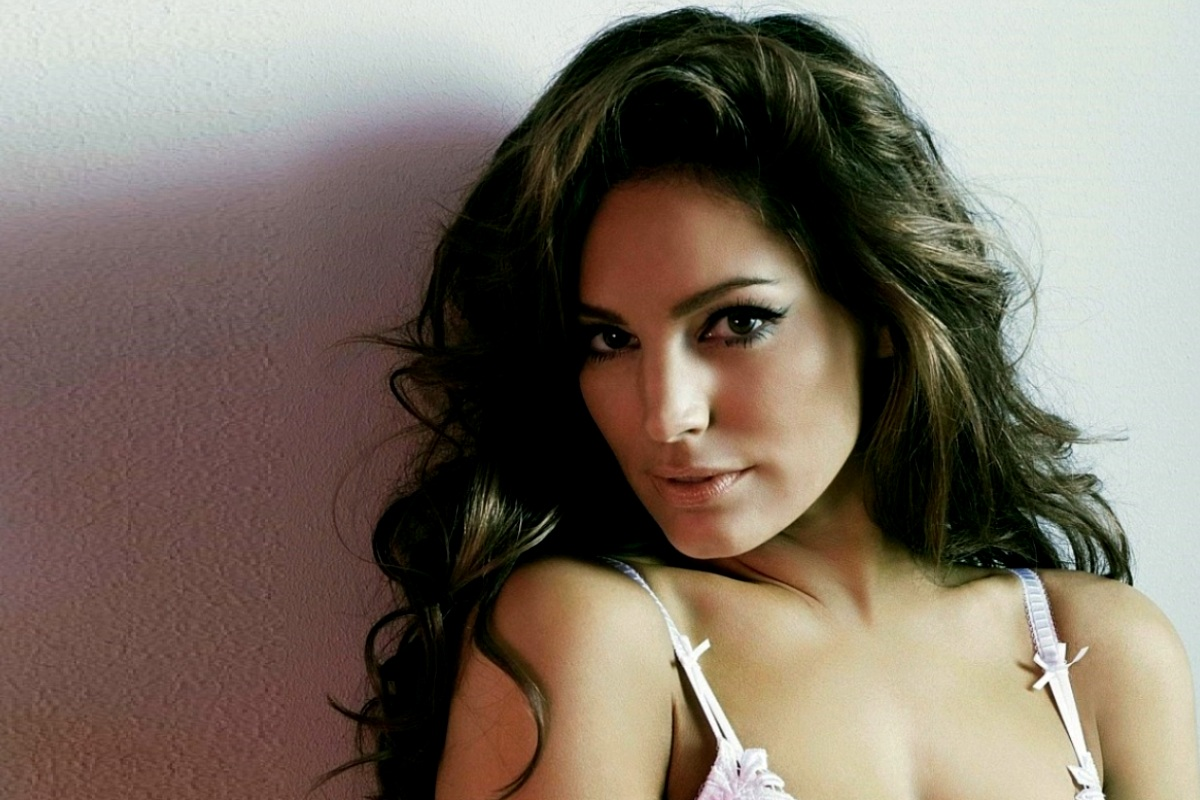 Kelly Brook Foto Artis Cantik 4